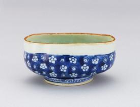 青花白花青磁釉沓茶碗 逸翁美術館蔵