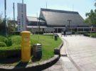 橿原神宮前駅の駅前広場黄色いポスト