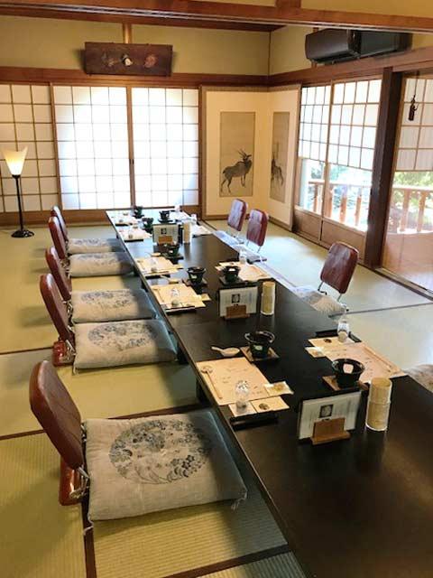 84名の読者が会席料理に舌鼓 「数寄屋風料理旅館 江戸三」の食事会