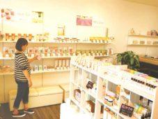 S地域編集長が行く!伊賀・名張ニューオープンのお店探訪|「良質な香り、お届けします」 生活の木 名張店