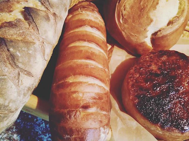 深みのある味わいのパンが並ぶ