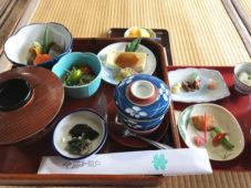明日香の風が67名の心を満たした 橘寺の精進料理食事会